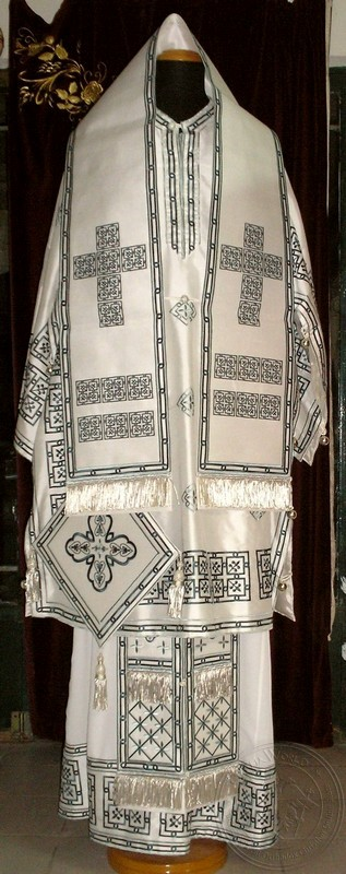 Squares with Chevron Embroidered - Hieratical Robe